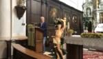 Restauratie houten beeld Sint-Sebastiaan komt maar net op tijd