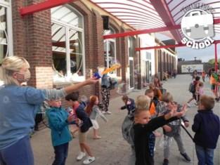 Leerlingen doorprikken letterlijk bubbels op eerste schooldag