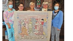 """Aalterse dames hebben nieuw deel klaar van honderd meter lange Tapijt van Assenede: """"561 uur borduurwerk"""""""