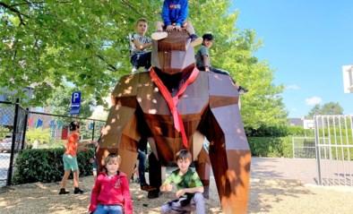Aap Gust neemt kinderen basisschool De Platanen mee op avontuur