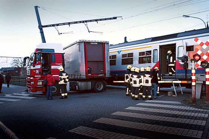 """Lange vrachtwagens niet meer welkom in Spoorweglei: """"Ongeval als in 2009 willen we hier niet meer meemaken"""""""