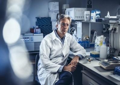 """""""Wie 8 weken geleden corona had, test nu nog positief"""": expert Herman Goossens pleit voor kortere quarantaine"""