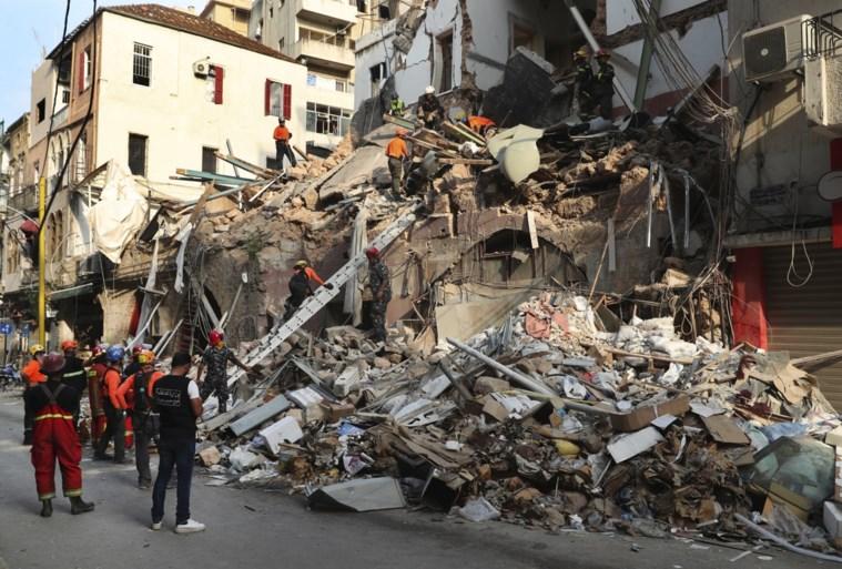 Reddingswerkers vinden teken van leven onder puin, maand na explosie Beiroet