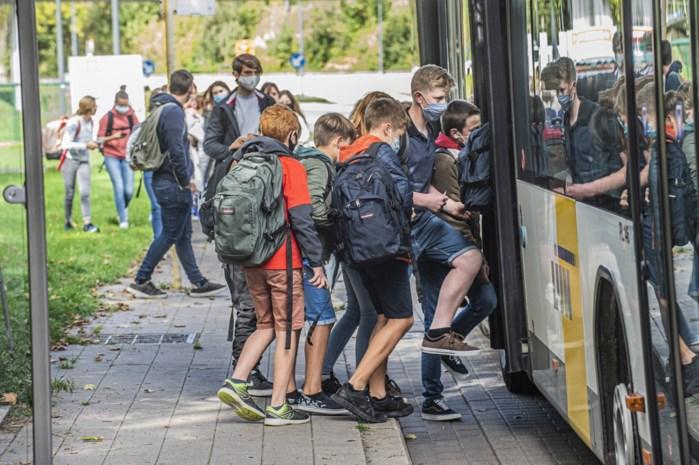 In de aanbieding om probleem van overvolle lijnbussen op te lossen: 1.700 autocars