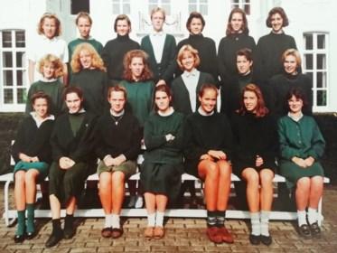"""Hoe zou het na 32 jaar nog zijn met de meisjes uit de klas van deze nonnenschool: """"Er zullen toch nog geen oma's zijn?"""""""