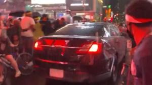 Auto rijdt in op 'Black Lives Matter'-betogers in New York