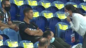 Ook de groten der aarde moeten de regels volgen: Cristiano Ronaldo krijgt onder zijn voeten voor niet dragen mondmasker