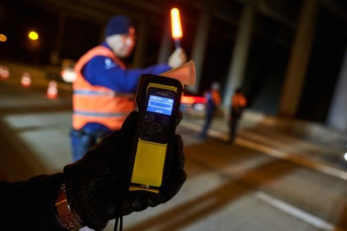 Drie bestuurders met glas teveel op moeten rijbewijs inleveren