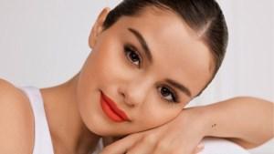 Selena Gomez stelt haar make-upmerk Rare Beauty voor