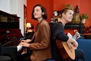 """Antwerpse muziektherapeuten schrijven emotionele liedjes op bestelling: """"We verklanken verhalen"""""""