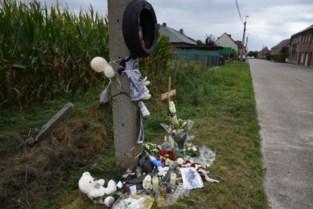 Bloemen en kruisje voor overleden motard Dylan (27)<BR />
