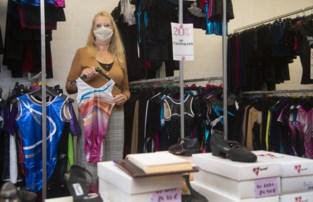"""Corona halveert omzet van 25 jaar oud winkeltje voor dansers en turners: """"Gelukkig is alles al afbetaald"""""""