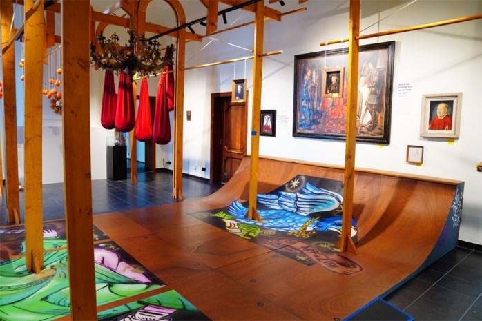 Met een skateboard en de spuitbus door het werk van Jan van Eyck