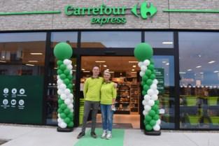 Moeder en zoon openen Carrefour Express