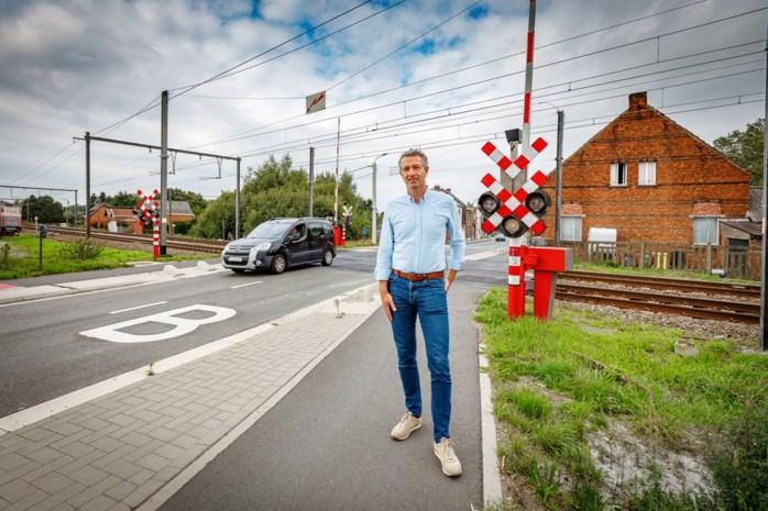 Infrabel gaat voor brug in Lostraat, maar overweg in Peremansheidestraat zou dan wel geschrapt worden