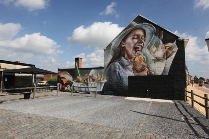 Reusachtige graffititekening siert muur frituur Den Hangar