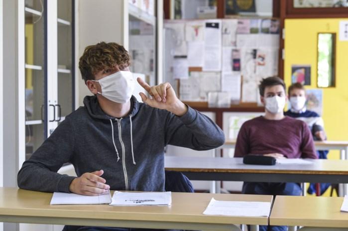 """Hoe kan mondmaskerplicht in de klas draaglijker worden? """"Adempauze voor scholieren en leerkrachten na elk lesuur"""""""
