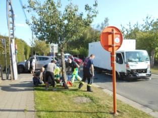 Drie gewonden naar ziekenhuis na ongeval waarbij drie wagens betrokken zijn, ook grote materiële schade