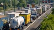 Meer dan een uur aanschuiven op E17 na ongeval met vrachtwagens