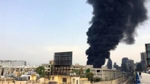 Na dodelijke explosie vorige maand treft nu grote brand de haven van Beiroet