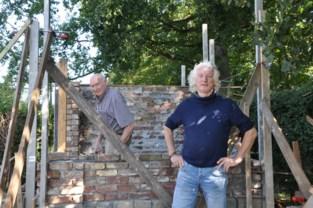 Paul (85) bouwt afgebroken kapel steen voor steen op nieuwe locatie weer op