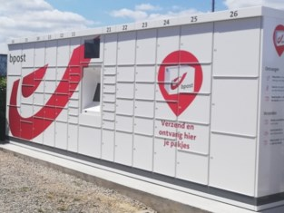 Gemeente Kortenaken installeert pakjesautomaat van bpost aan sporthal De Vruen in Waanrode