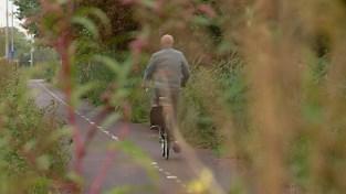 """Ekers fietspad overwoekerd door onkruid: """"Dit is gevaarlijk"""""""