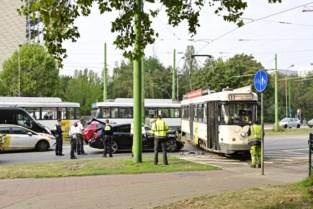 Tram ontspoord in Berchem na aanrijding met auto