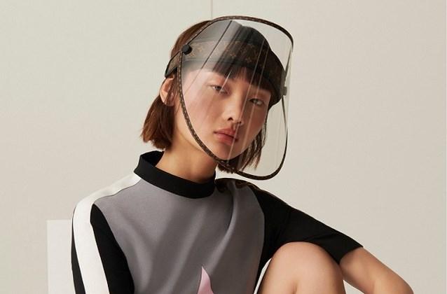 Het moest ervan komen: Louis Vuitton pakt uit met face shield