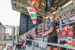 """Na halfjaar leegte eindelijk weer 3.800 supporters in Regenboogstadion: """"Het doet deugd""""<BR />"""