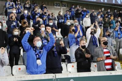"""Zo ziet voetbal eruit in coronatijden: geen alcohol, wel alcoholgel. """"Toen de supporters voor de eerste keer begonnen te zingen, kregen we echt kippenvel"""""""