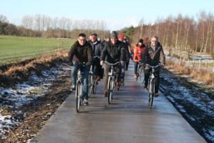"""Oppositie wil bomen langs fietssnelweg: """"Het is te heet op het fietspad"""""""