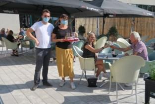 Terras sportcafé Brieleke net op tijd klaar voor nazomer: hoe een bouwwerf toch gezellig kan zijn