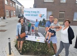 Bewoners bedanken trage bestuurders met eigen affiches