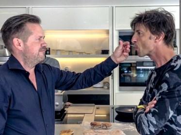 """""""Zo'n sterrenchef zien vloeken op een onnozele snack, da's fantastisch"""": Koen Wauters en Ruth Beeckmans laten topchefs Giants en Grills maken in 'Snackmasters'"""