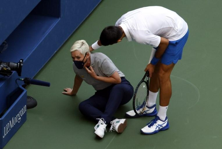 """Novak Djokovic blikt terug op diskwalificatie US Open: """"Ik heb de umpire direct opgebeld om te checken of ze ok was"""""""
