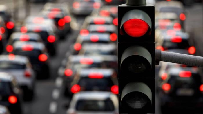"""Gentenaar rijdt met wagen door rood licht: """"Ik was moe en wilde snel naar huis"""""""