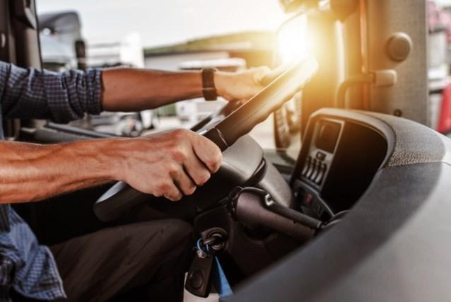 Merendeel vrachtwagens niet in orde met ladingzekering