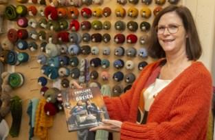 """Dankzij plexischermen zet Ingrid breiworkshops verder aan ronde tafel: """"Breien is een therapie"""""""