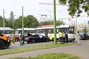 """Na ontsporing tram: """"Zorg voor signalisatie aan de keerlus op de Borsbeeksebrug"""""""