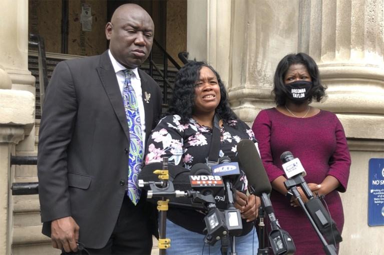 Stad Louisville betaalt familie van Breonna Taylor 12 miljoen dollar om controversiële zaak rond dodelijke politie-inval af te kopen
