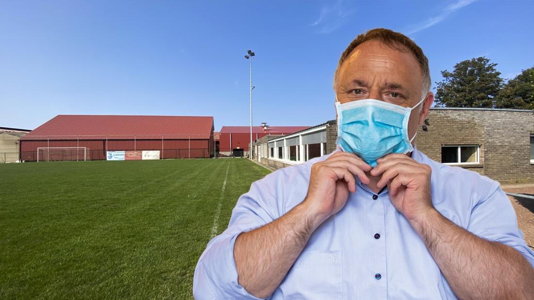 """11 besmettingen bij voetbalclub """"in de douche gebeurd"""", Van Ranst scherp: """"Ik had hiervoor gewaarschuwd"""""""