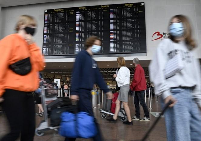 De nieuwe maatregel die de onduidelijkheid moet wegnemen: reizigers uit oranje zones mogen zelf kiezen of ze groen of rood worden