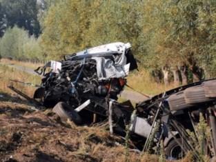 E17 in Beervelde volledig afgesloten na dodelijk ongeval met twee vrachtwagens en personenwagen
