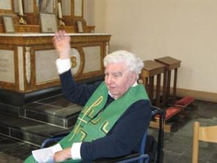 """Oud-pastoor en 'joviale volksmens' Piet Van Gucht overleden: """"Zonder corona was de kerk veel te klein geweest voor zijn begrafenis"""""""