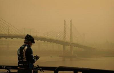 """Rook van de bosbranden in Californië heeft Europa bereikt: """"De lucht was niet echt blauw, maar melkachtig"""""""