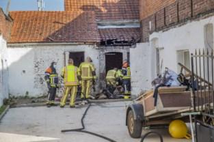 Brandende zetel zet ook bijgebouw van huis in brand