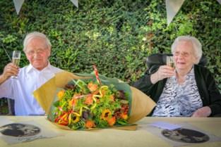 """Gerard (98) en Mathilda (98) klinken op albasten huwelijk: """"Nog altijd verliefd. Maar seks, da's gedaan"""""""