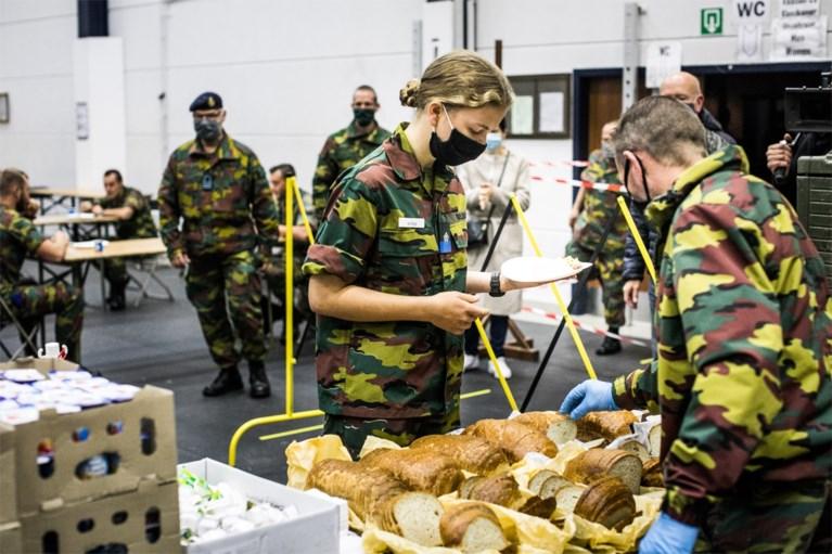 """De eerste beelden van prinses-soldaat Elisabeth: """"Van België, geeft acht!"""""""