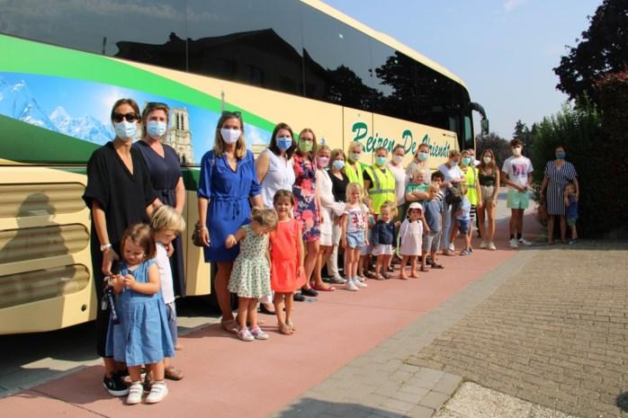 """Hier mogen nog slechts 50 van de 150 kindjes mogen mee op bus naar buitenschoolse opvang: """"Hoe moeten we dit als werkende ouders organiseren?"""""""